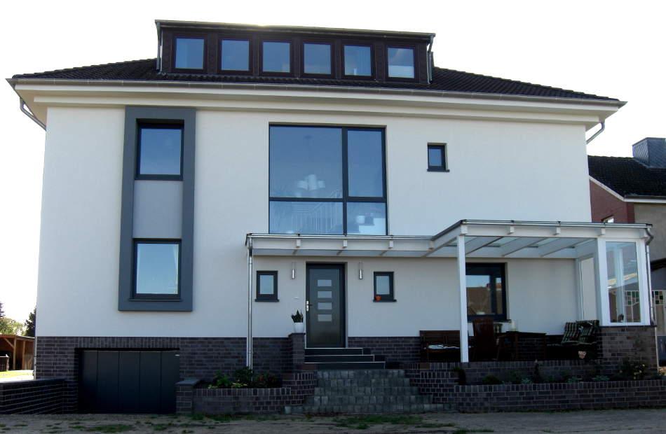 Az116_sanierung-umbau-fassadensanierung-wohnhaus-scheessel-moderne-formensprache-rueckansicht