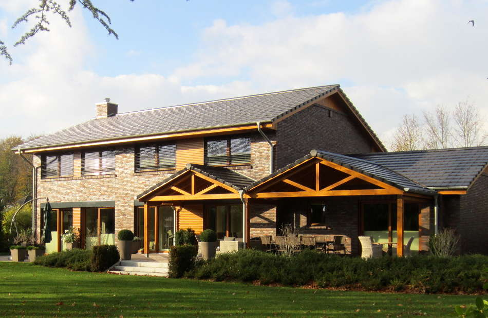 Az138_einfamilienhaus-sittensen-verblender-holz-warm-hof-garten-ueberdachte-terrasse