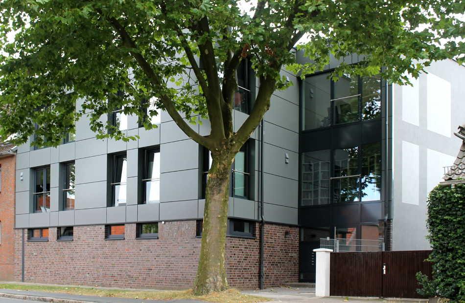 Az150 Mehrfamilienhaus Rotenburg Modern Kubus Glas Kassettenfassade Flachdach Dachterrassen