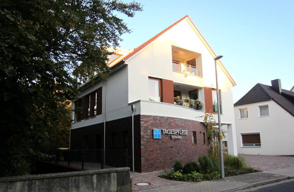 Az175_tagespflege-scheessel-wohnen-wohnungen-seitlich-pflege