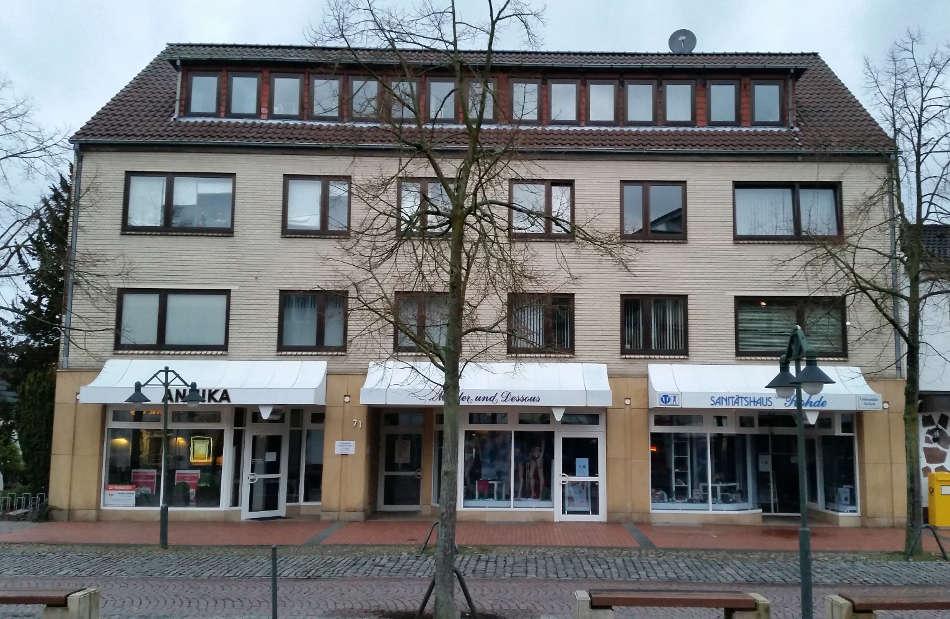 Az203_Vorher_Geschäftshaus_Fassadengestaltung_Sonnenschutz_Modernisierung_Gaube_Rotenburg